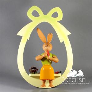 Osterhäsin im Ei sitzend zum Hängen, 30 cm
