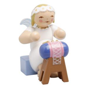 Margeritenengel sitzend mit Klöppelsack