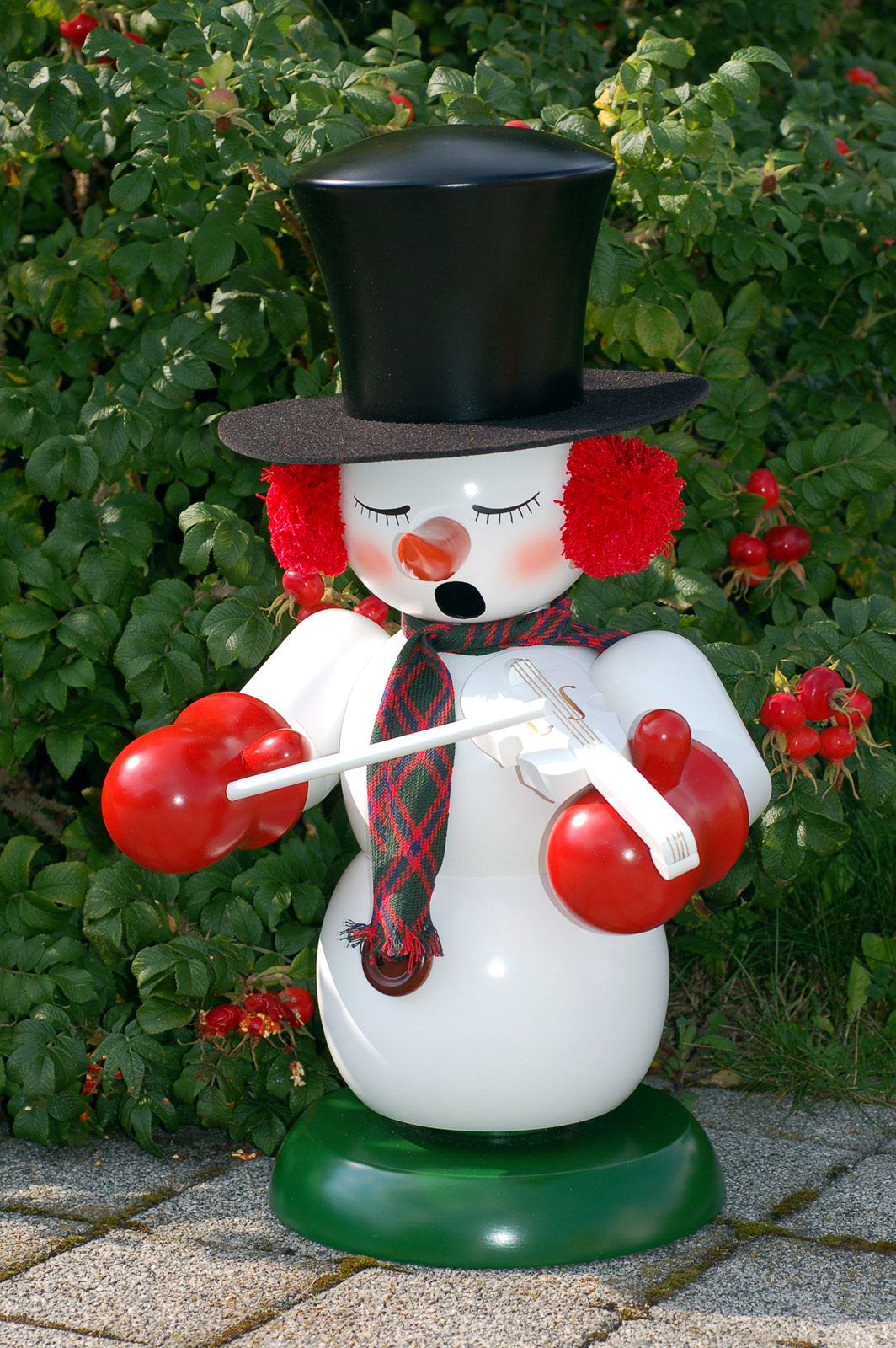 Räuchermännchen Schneemann mit Geige draußen