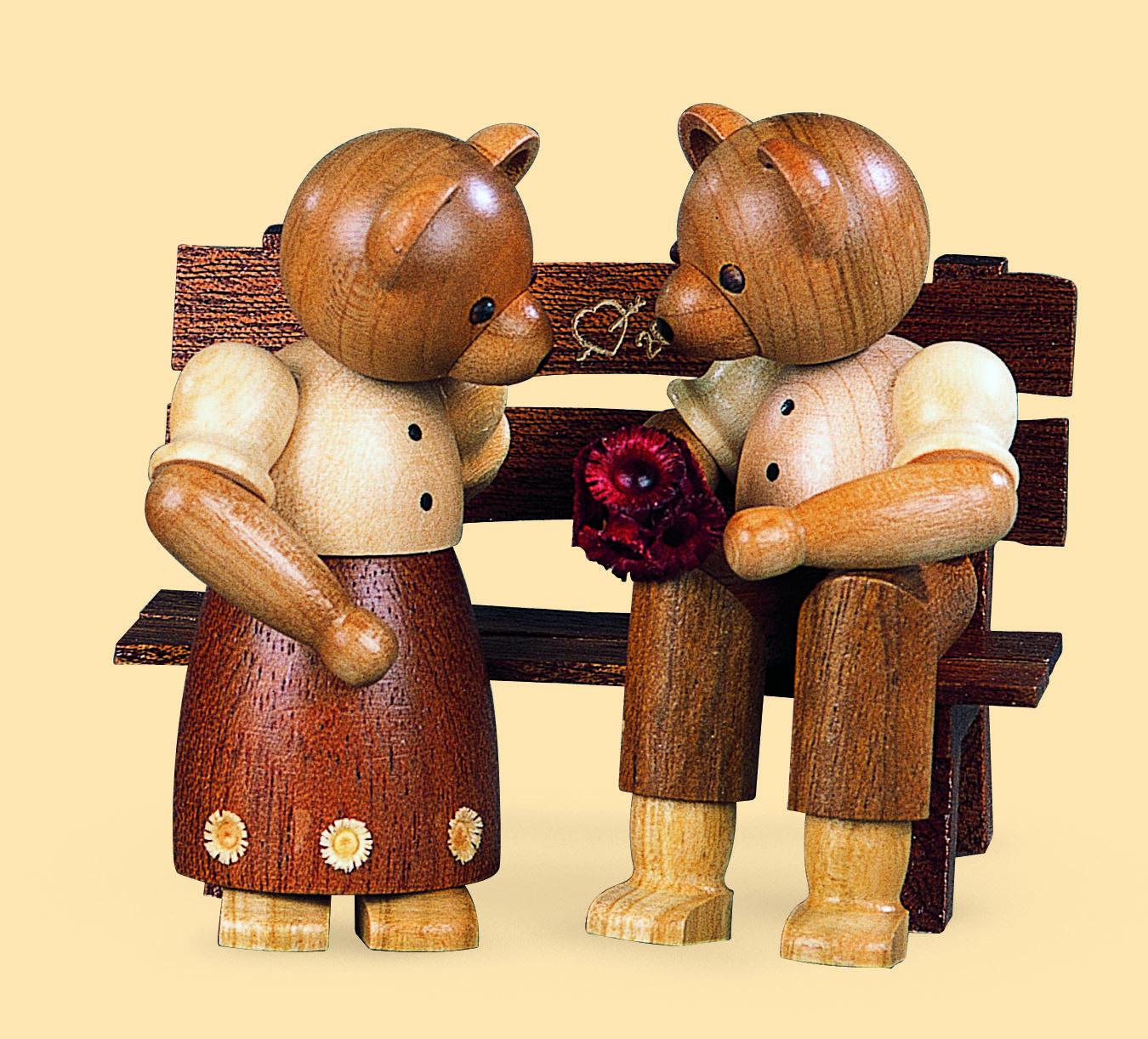Bärenpaar auf Bank