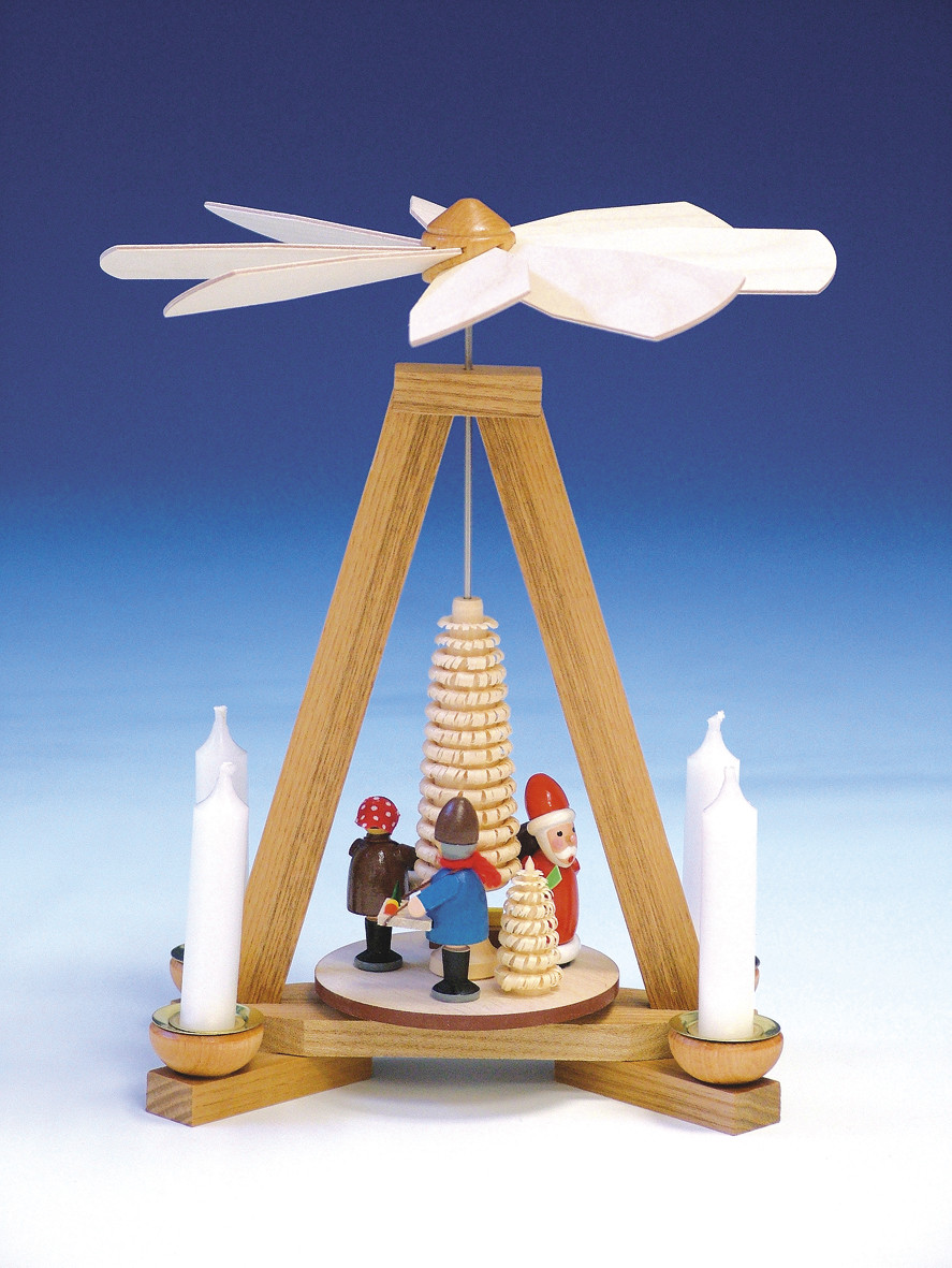pyramide mit weihnachtsmann und striezelkinder. Black Bedroom Furniture Sets. Home Design Ideas
