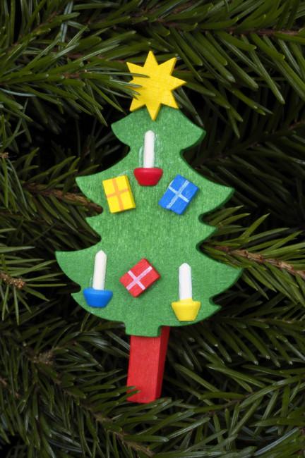Baumbehang Weihnachtsbaum an roter Klammer