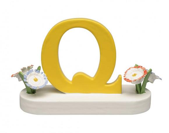 Buchstabe Q mit Blumen