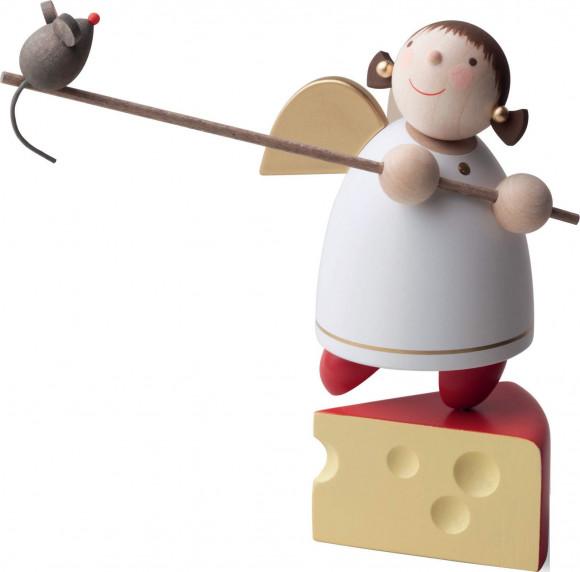 Schutzengel auf Käse balancierend, 8 cm