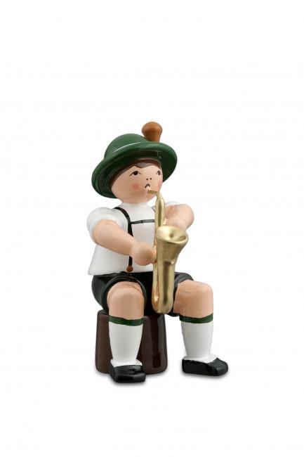 Musikant sitzend mit Saxophon