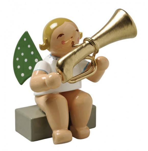 Engel mit Basstrompete sitzend, blondes Haar