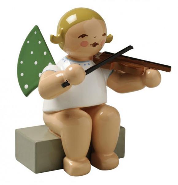 Engel mit Geige sitzend, blondes Haar