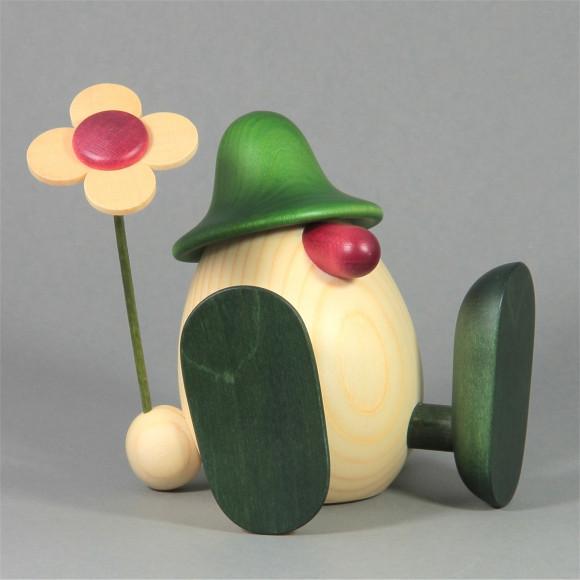 Eierkopf Erwin mit Blume sitzend, grün