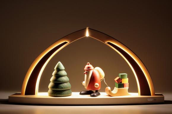 LED-Schwibbogen mit Bjoern Köhler Weihnachtsmann mit Geschenkeschlitten