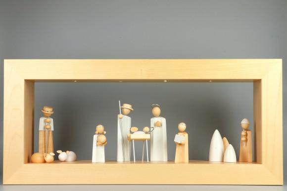 Wandrahmen Ahorn massiv mit Beleuchtung mit Kavex Krippefiguren