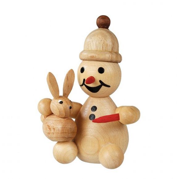 Schneemann Junior mit Hase auf Schoß