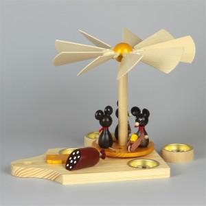 Teelichtpyramide Mäusekinder auf Frühstücksbrett