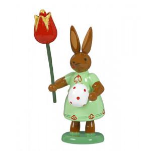 Hase mit Ei und Tulpe