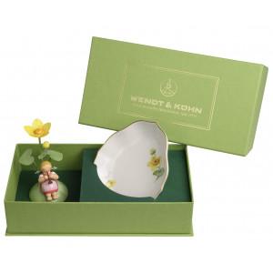 Mädchen mit Sumpfdotterblume mit Schale aus Meissener Porzellan