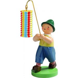 Junge mit langem Lampion gestreift