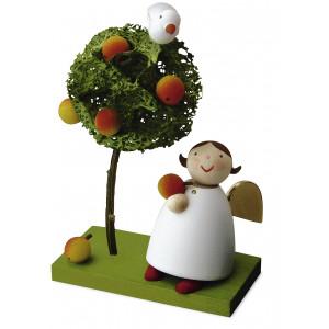 Schutzengel mit Apfel und Apfelbäumchen