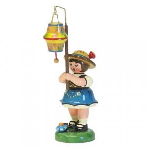Lampionkind Mädchen mit kegelförmigen Lampion