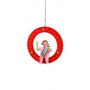 Engel mit großer Trommel im roten Ring