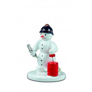 Schneemann  Feuerwehrmann mit Spritze