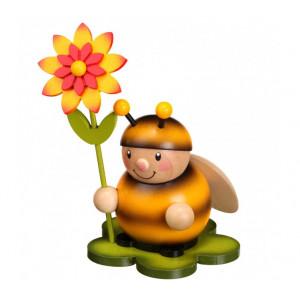 Hummel mit Blüte links
