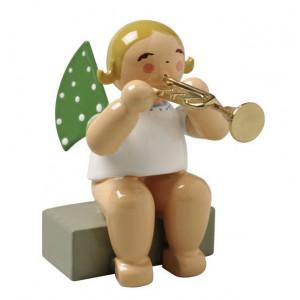Engel mit Trompete sitzend