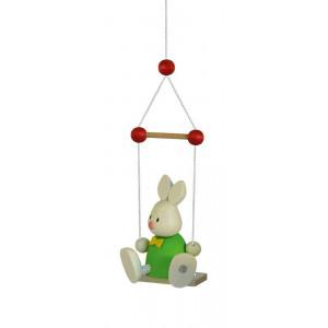Osterhase Kaninchen Max auf Schaukel