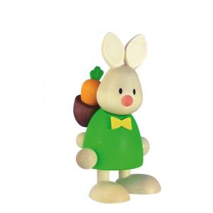 Osterhase Kaninchen Max mit Rucksack und Möhre