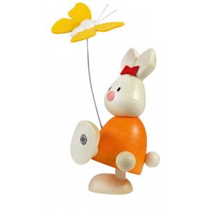Osterhase Kaninchen Emma mit Schmetterling