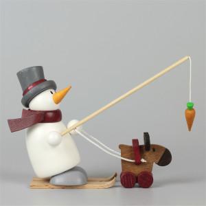 Schneemann Fritz mit Ski und Elch