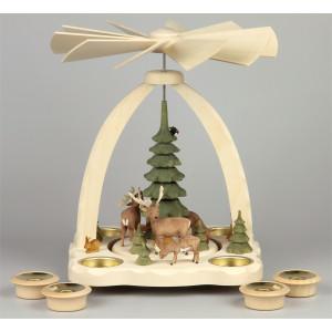 Geschnitzte Teelichtpyramide Hirsche mit grünen Bäumen - 27 cm