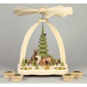 Geschnitzte Teelichtpyramide Dammwild mit grünen Bäumen - 27 cm