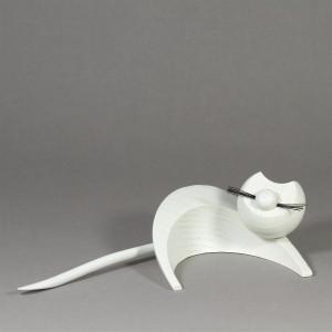 Katze weiss liegend