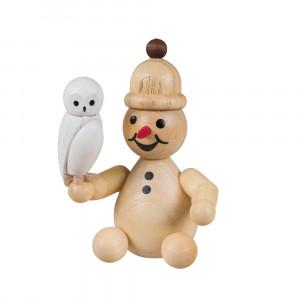 Schneemann Junior mit Schneeeule sitzend