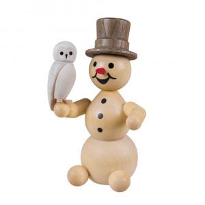 Schneemann mit Schneeeule sitzend