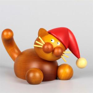 Großer Weihnachtskater Charlie auf der Lauer