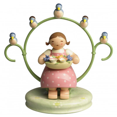 Mädchen im Reifen mit Blumenschale und Vögeln