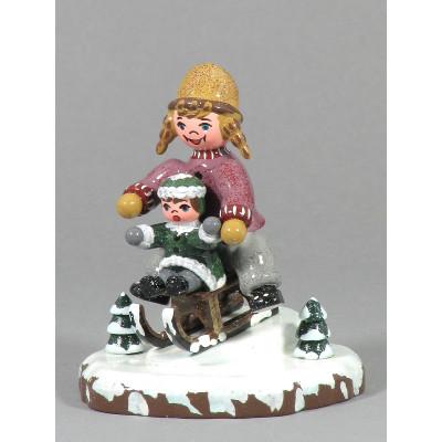 Winterkinder Schlittenfahrerin