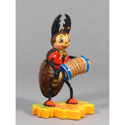 Hirschkäfer mit Ziehharmonika