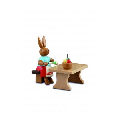 Hasenmalerin mit Tisch