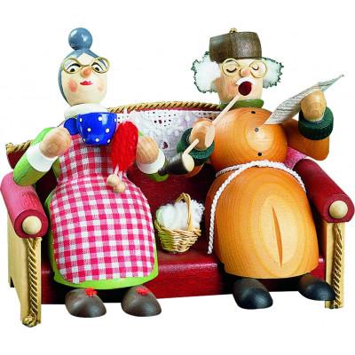 Oma und Opa auf Sofa