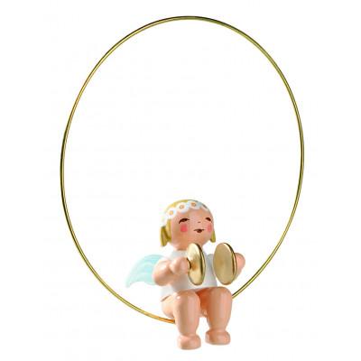 Margeritenengel im Ring mit Becken