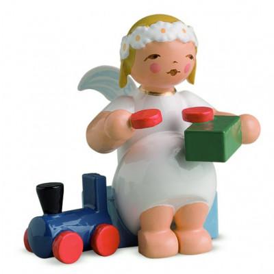 Margeritenengel sitzend mit Eisenbahn