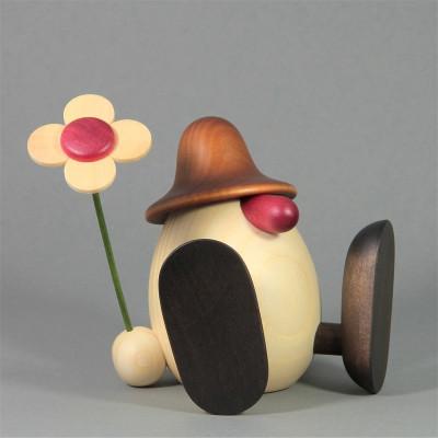 Eierkopf Erwin mit Blume sitzend, braun