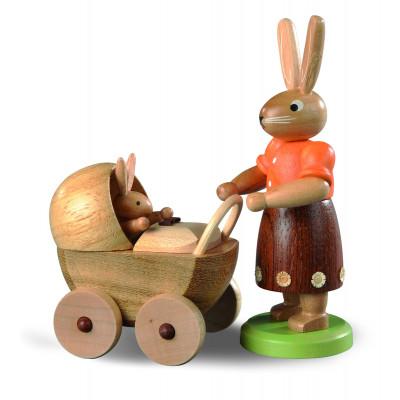 Hasenmutter mit Kinderwagen lasiert