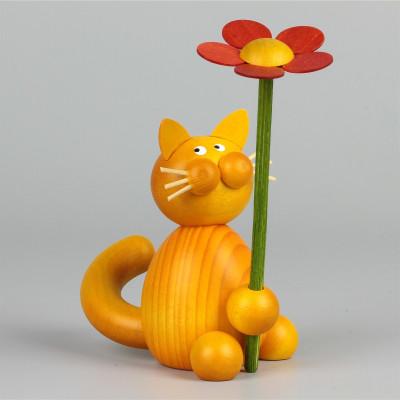 Kater Charlie mit Blume