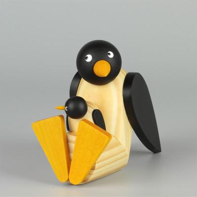 Pinguin mit Baby sitzend