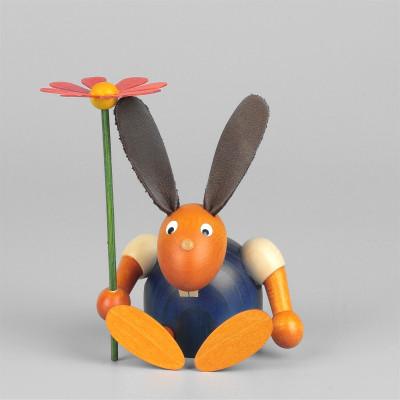Hase mit Blume, sitzend, blau, 7 cm