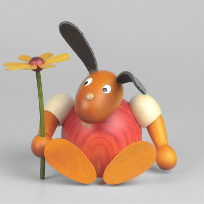 Hase mit Blume sitzend, rot, 11 cm