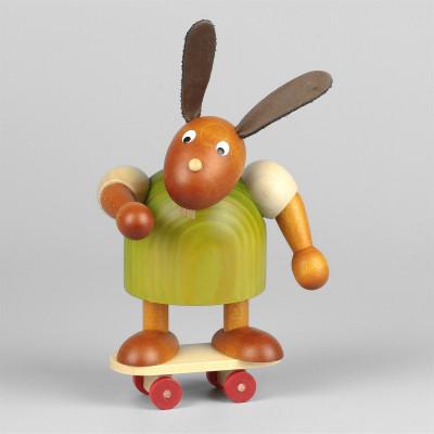 Hase mit Skateboard, grün, 11 cm