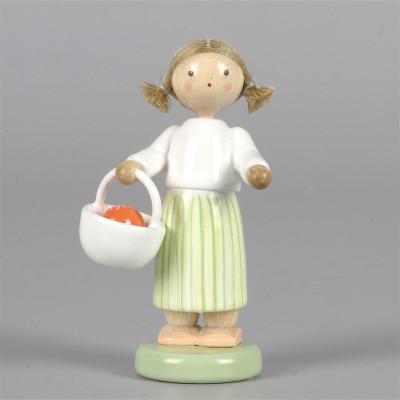 Mädchen mit Osterkörbchen